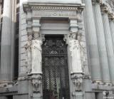 El Edificio de las Cariátides en el Triángulo dePalacios