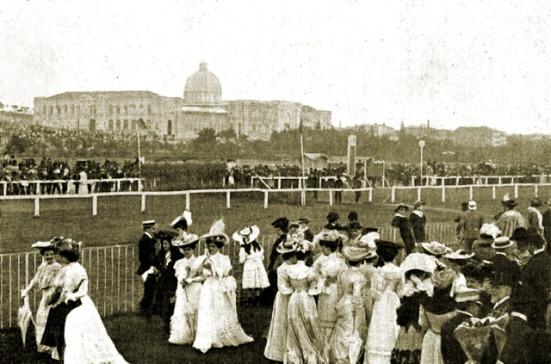 hipodromo-castellana-1905 Con el Palacio Nacional de las Artes y las Industrias y su cupula hipodromosycaballosblogspotcomes