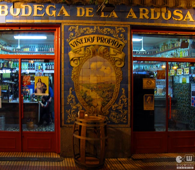Bodega De La Ardosa Taberna Mitica Con Las Mejores Bravas De Madrid